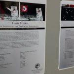 Ausstellungsplakate im ersten Stock des HSG (Detailansicht)