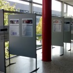 Ausstellungsplakate im ersten Stock des HSG